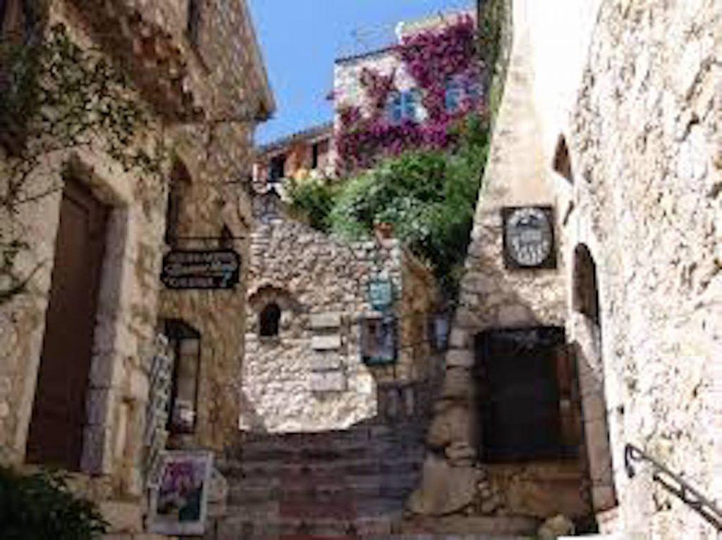 EZE village ruelle
